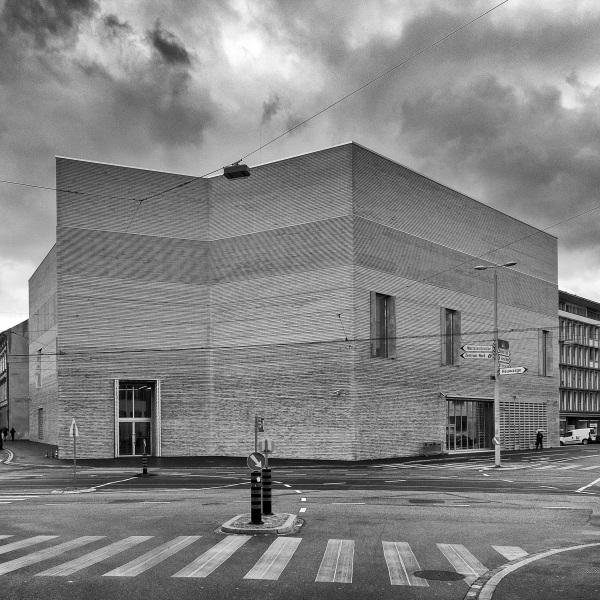 Aussenansicht des Erweiterungsbaus des Kunstmuseums Basel der Basler Architekten Emanuel Christ und Christoph Gantenbein am Mittwoch, 13. April 2016. (KEYSTONE/Georgios Kefalas)