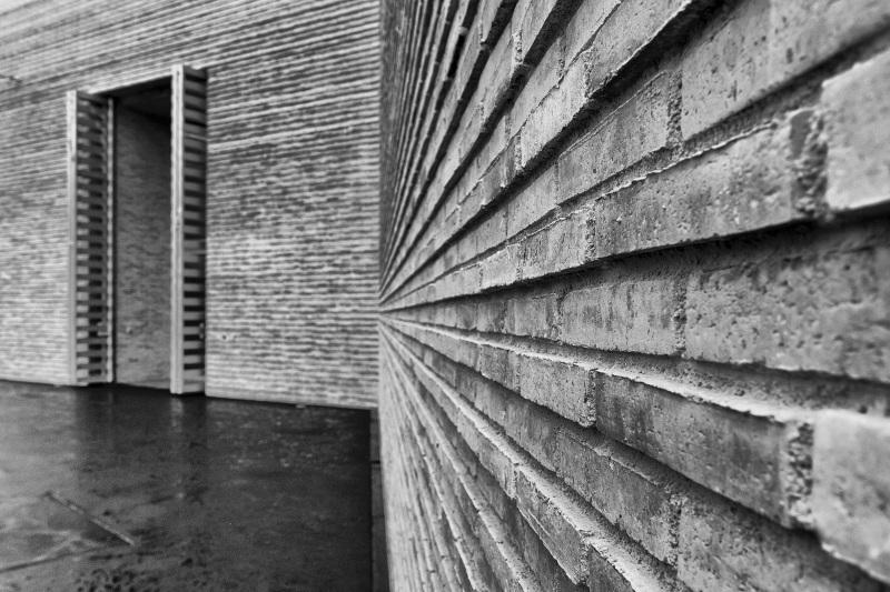 Fassade und Eingang des Erweiterungsbaus des Kunstmuseums Basel der Basler Architekten Emanuel Christ und Christoph Gantenbein in Basel am Mittwoch, 13. April 2016. (KEYSTONE/Georgios Kefalas)
