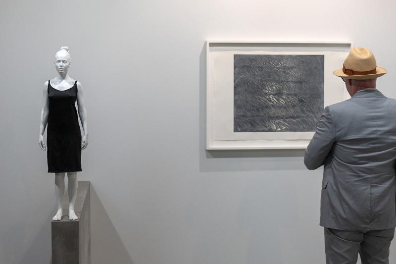 Joana and the Wall (2019) on Juliao Sarmento an der Art Basel am 11. Juni 2019. © KEYSTONE/Georgios Kefalas