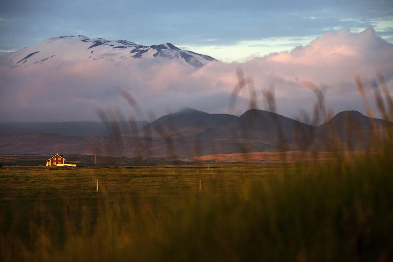 Der Vulkan Hekla (isländisch für Haube) im Abendrot in Island, am 27. Juni 2012. © Georgios Kefalas